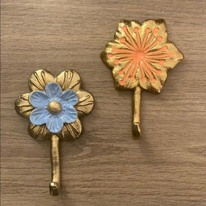 Floral wall hooks